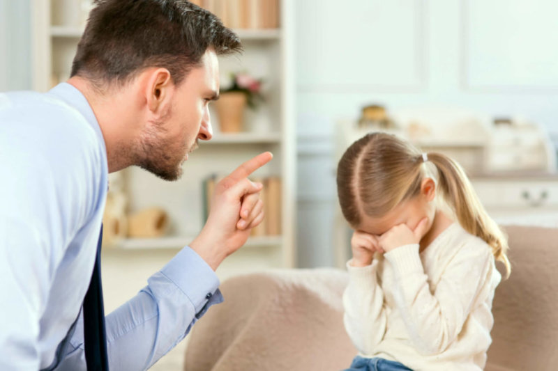 фото отец наказывает дочь