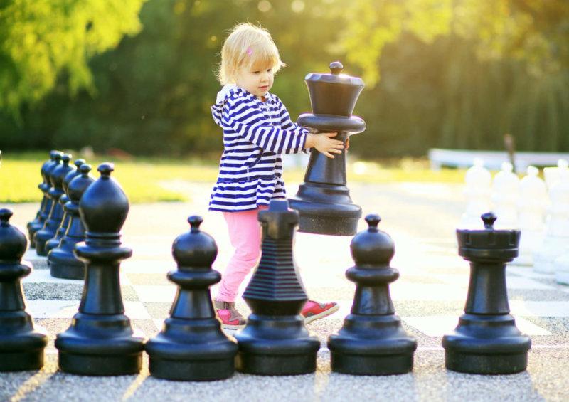 фото ребенок и шахматы