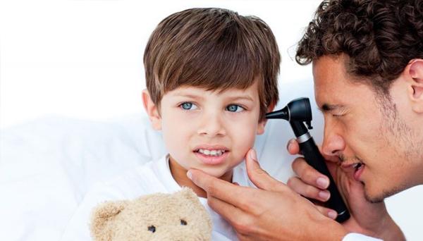 Обращайтесь к специалисту при боли в ушах