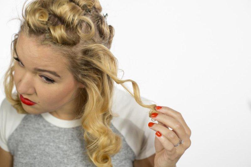 Как можно накрутить локоны на средние волосы
