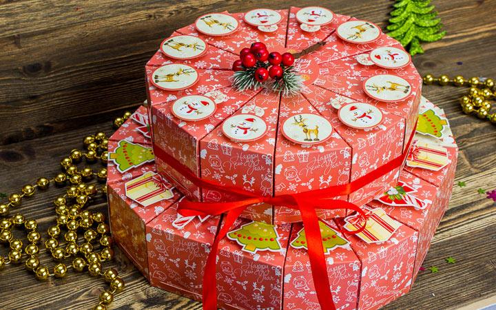 Торт из подарков-сюрпризов на Новый Год 2020