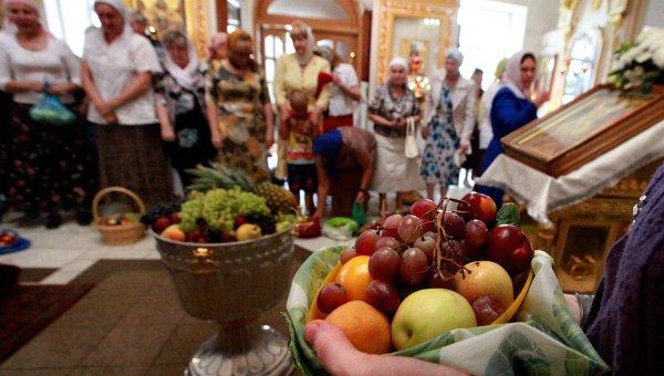 Освящение даров на Яблочный Спас