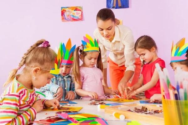Легкие поделки из бумаги и картона для детей. Интересные оригами своими руками пошагово с фото