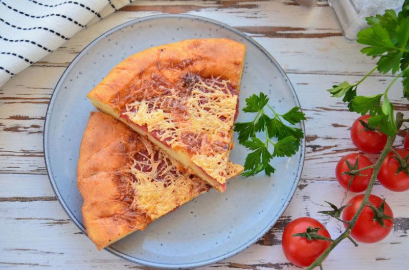 Пицца на кефире с колбасой в духовке рецепт