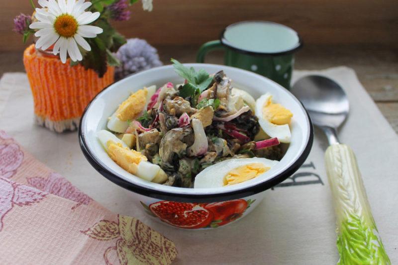 Салат «Дачный» из простых продуктов рецепт