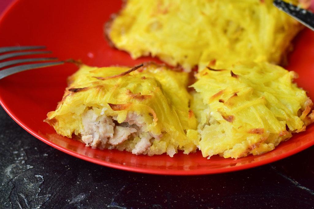 Запеченное мясо в картофельной шубке