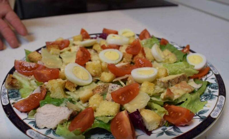 """Классический рецепт салата """"Цезарь"""" с курицей и сыром"""