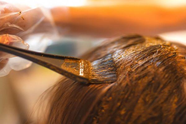 Как окрасить волосы хной