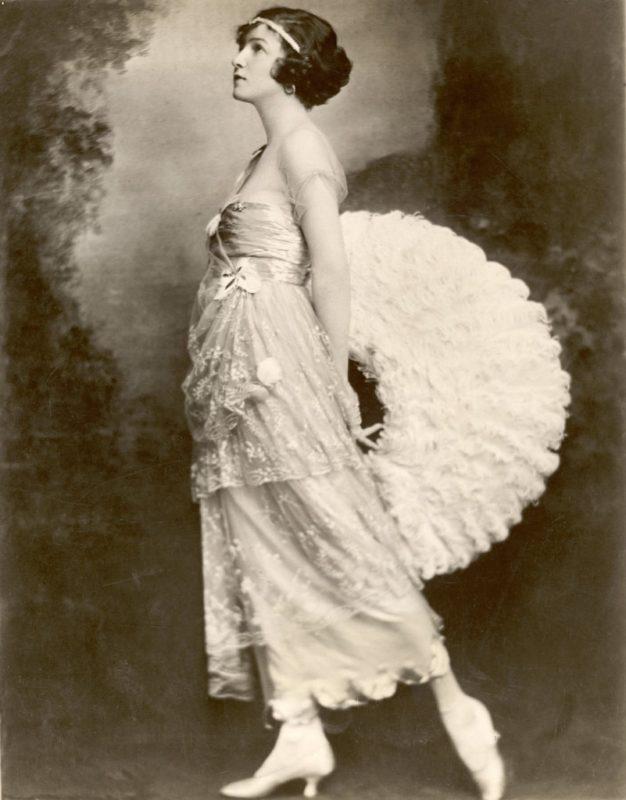 Танцовщица Айрин Касл