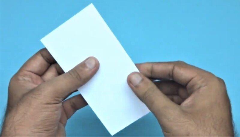 лист бумаги согнутый