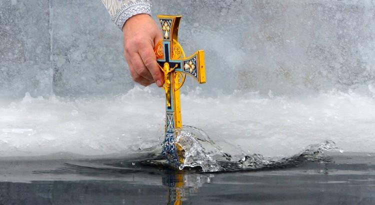 Когда набирать воду на Крещение