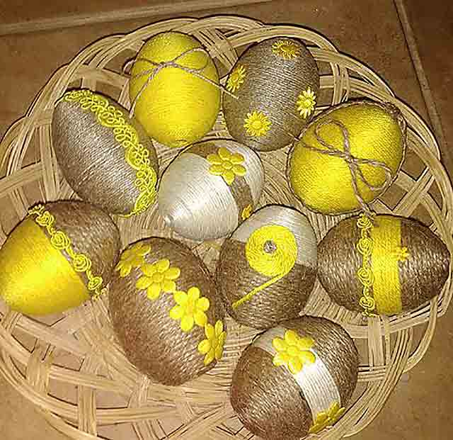 яйца, обмотанные нитками