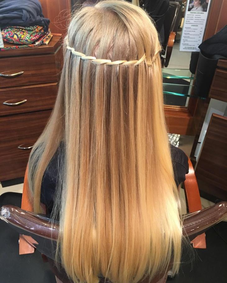 Прямые волосы.